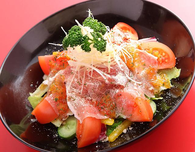 生ハムと完熟トマトのサラダ